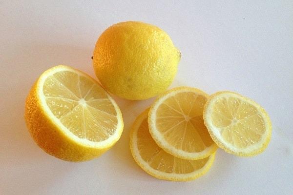 Композиция с лимонами